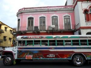 El Diablo Rojo tipico bus panamense